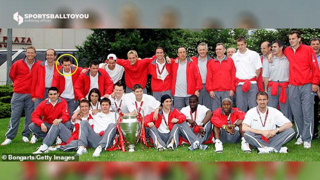 Finnan (circled) after Liverpool's 2005